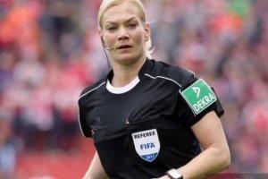 سوژه شدن جهانی عدم پخش فوتبال در ایران بخاطر داور زن آلمانی! عکس