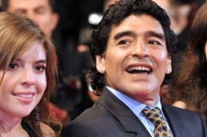 رابطه جنجالی مارادونا با 2 دخترش!