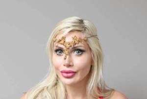 جراحی های عجیب یک زن برای داشتن باریک ترین کمر جهان! عکس