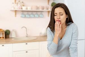 دلیل سرفه های شبانه چیست؟ + درمان سرفه
