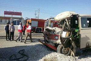 تصادف مینیبوس و کامیون با 14زخمی