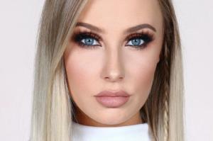 آرایش چشم مخصوص خانم های بالای 40 سال