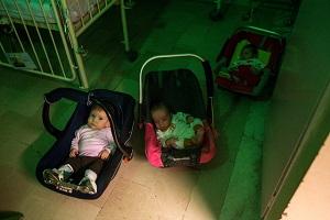 از 1600 متقاضی فرزندخواندگی در کشور تا مشکلات واگذاری نوزادان