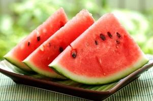 این میوه یلدا را بیشتر بشناسید