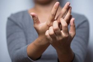 علت کنده شدن پوست نوک انگشت ها