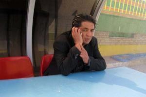 بازداشت سرمربی سرشناس توسط ماموران لباس شخصی بخاطر شکایت همسر آمریکایی اش