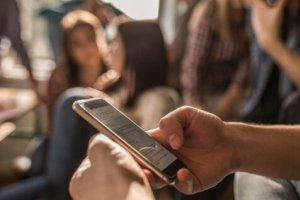 رابطه اعتیاد به اینترنت و تنهایی