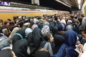 اختلال در خط یک مترو تهران مسافران را معطل کرد