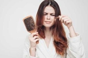 رشد مجدد موهای ریخته با 10 روش طبیعی