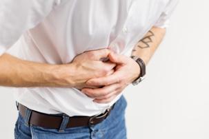 تهوع و درد و ناراحتی شکم می تواند از علائم فلج معده باشد