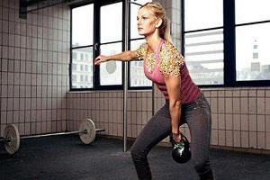 چرا زنان باید وزنه بزنند، نگران نباشید عضلات تان بزرگ نمی شوند